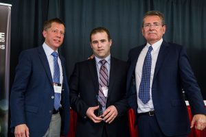 De gauche à droite: Mike Roszak, Michel Paquet et John Reid au Telus Award. Aetonix is winner of Outstanding Product Achievement Award for Mobility Health (M-Health) Innovation Excellence in Canada's Healthcare Sector